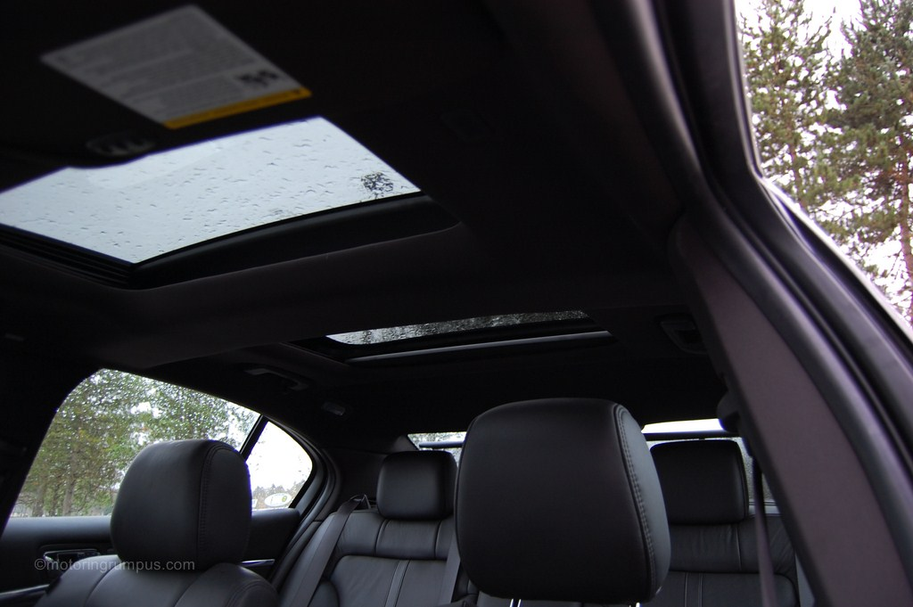 2013 Lincoln MKS Dual-Panel Moonroof and Rear Sunshade